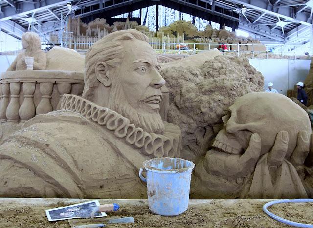 shakespeare hecho como escultura de arena