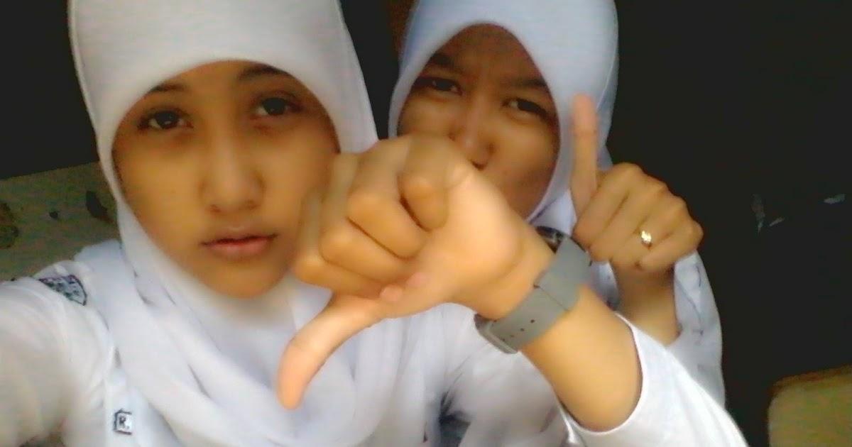 Photo-photo Siswi SMA Berjilbab Narsis di dalam Kelas ...