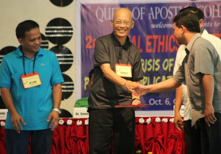 Dr. Romulo Bautista receives his citation from the Social Ethics Society in 2012