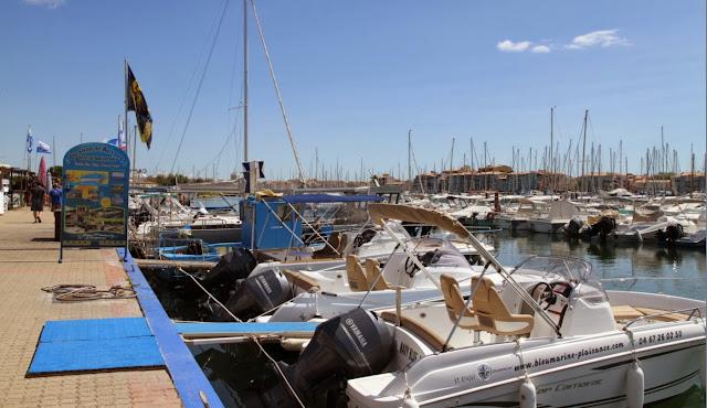 Nos amis de bleumarine plaisance au cap d'agde vous prepare votre bateau pour un tour en mer ...