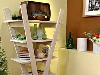 Curiosas ideas escaleras usadas como estantes repisas y for Repisa escalera