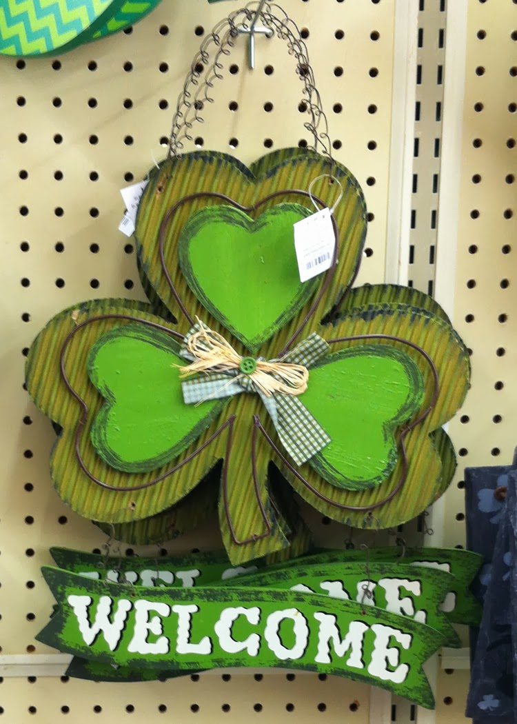 Hobby Lobby St Patrick's Day shamrock wall hanging inspiration | A Crafty Wife