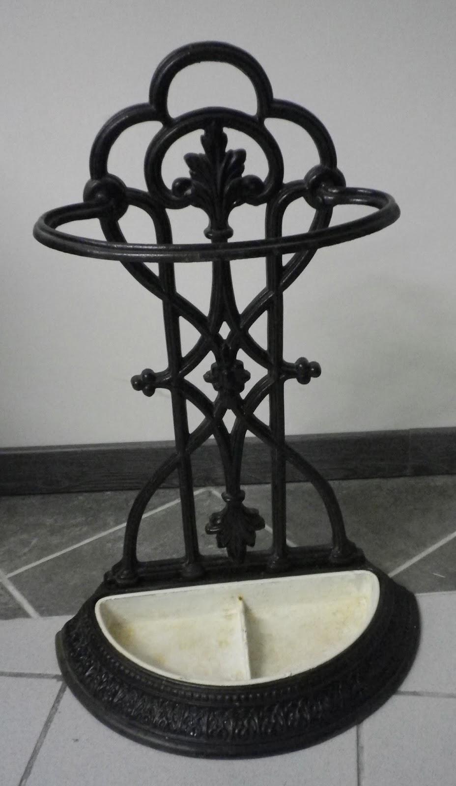 pat 39 in une nouvelle vie pour vos meubles et objets porte parapluie en fonte. Black Bedroom Furniture Sets. Home Design Ideas