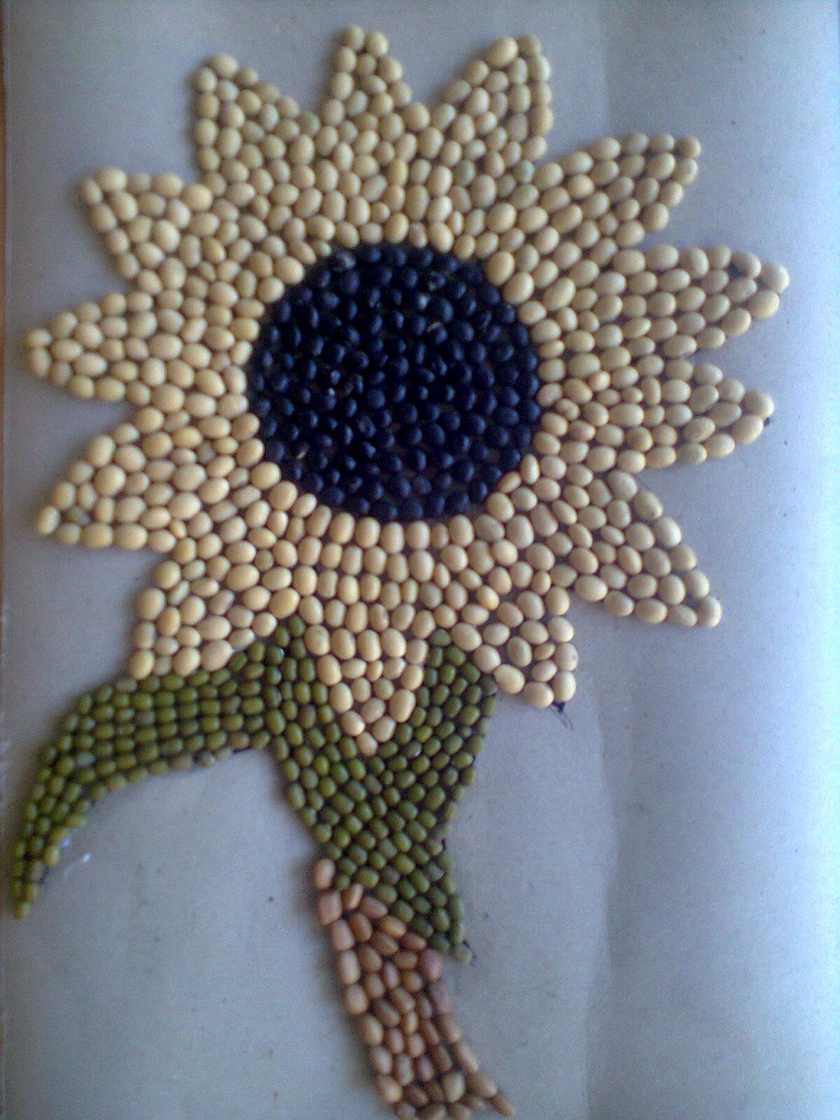 Gambar Kolase Bunga Dari Biji Bijian Kertasbulat
