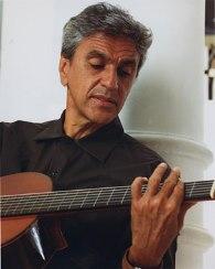 Caetano Veloso canta tema de Ninho e Paloma