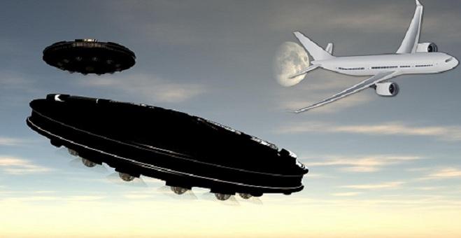 Δύο αμερικανικά επιβατικά αεροπλάνα είδαν UFO - Οι πιλότοι αποκαλύπτουν το γεγονός στο πύργο ελέγχου ηχητικό βίντεο