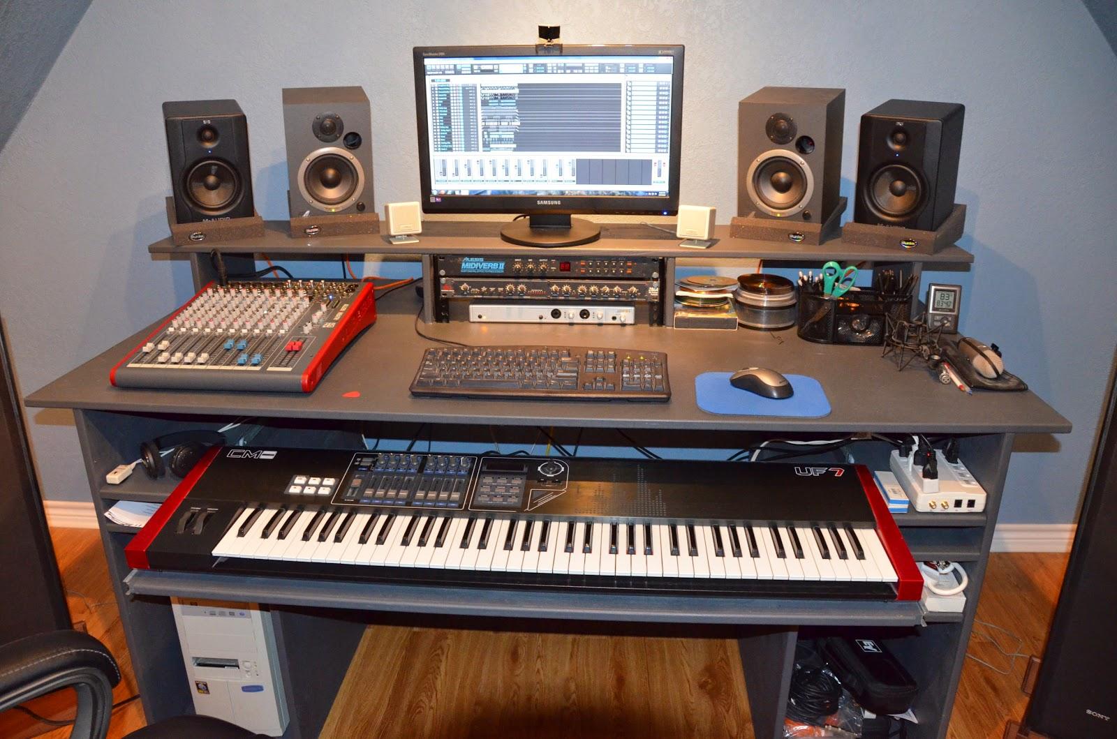 """<img alt=""""Gomowe studio nagrań"""" src=""""domowe-studio-nagrań.jpg"""" />"""