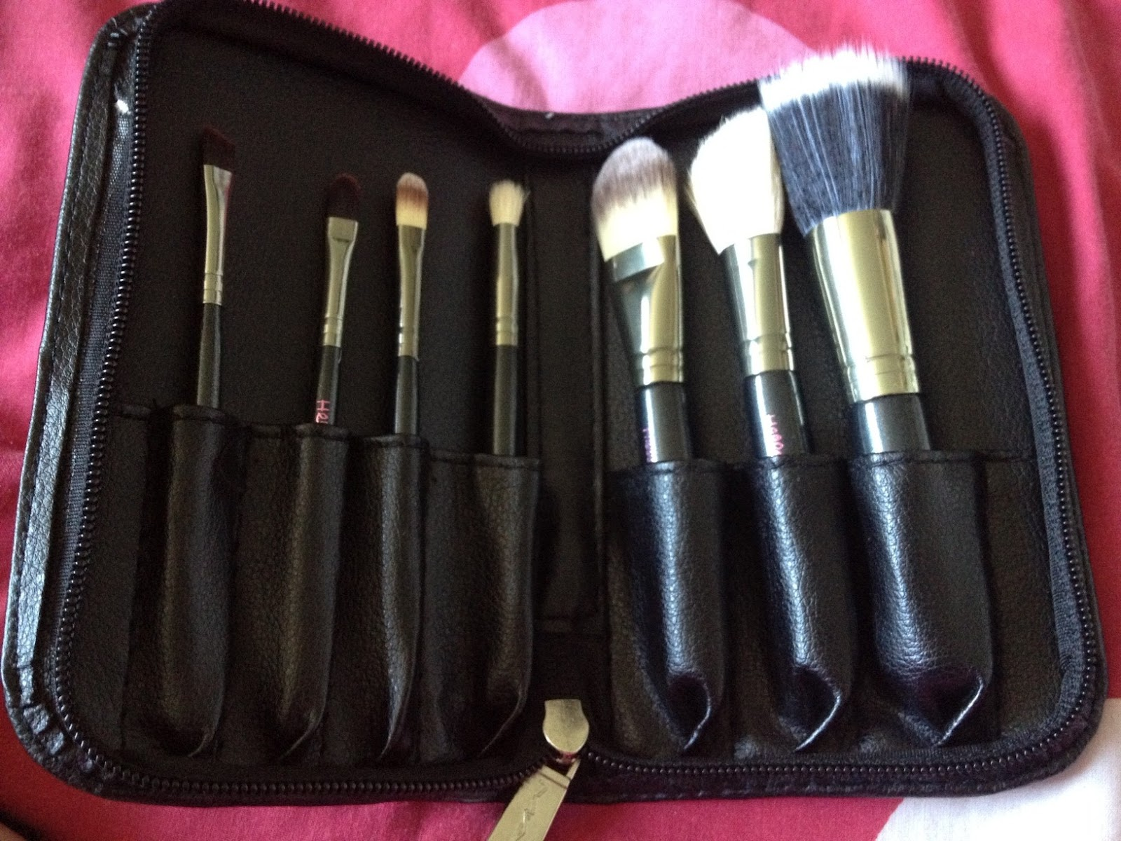 Describing Beauty Birthday Haul Review Fake Mac Hello Kitty Brushes Kuas Kabuki All The Came With A Protective Cover But I Took It Off Because You Couldnt See Properly
