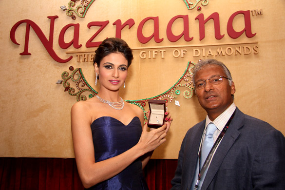 Sonam Kapoor and Simran at Rio Tinto Diamonds unveil 'Nazraana Lounge' at IIJW