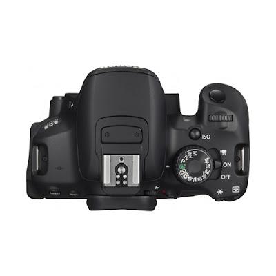 La Canon EOS 650D vista dall'alto