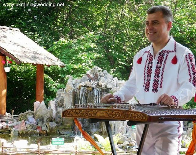 Цимбаліст із гурту Веселі Галичани, Тернопіль