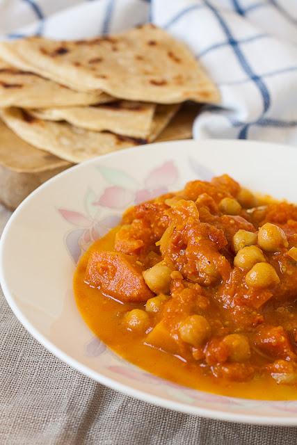 Kari sa leblebijom i tikvom i lisnati indijski hljeb