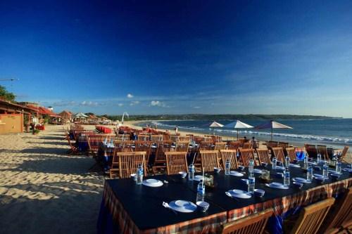 Pantai Jimbaran, Sunset dan Dinner Romantis di Tepi Pantai