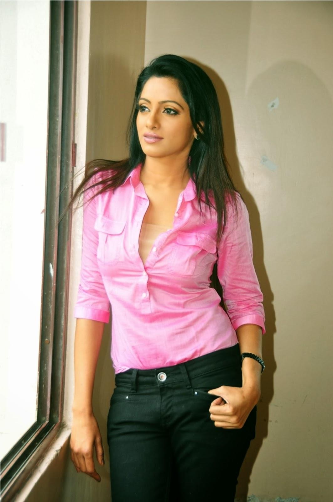 Udaya Bhanu Hot Video - Tv Anchor - Video Dailymotion