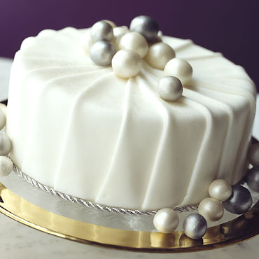 Simple Elegant Cake Decorations : Lynda Jane Cakes: Christmas Cake Decoration