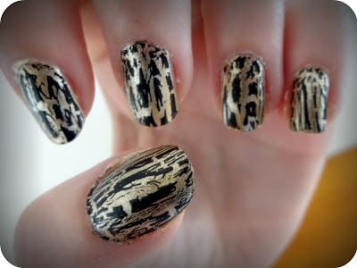 NOTD | Black and Gold Metallic Nails