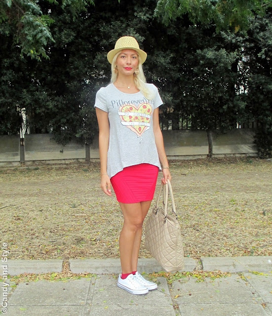 StrawHat+PizzaTee+MiniSkirt+WhiteSneakers+RedLips+BeachWaves - Lilli Candy and Style Fashion Blog