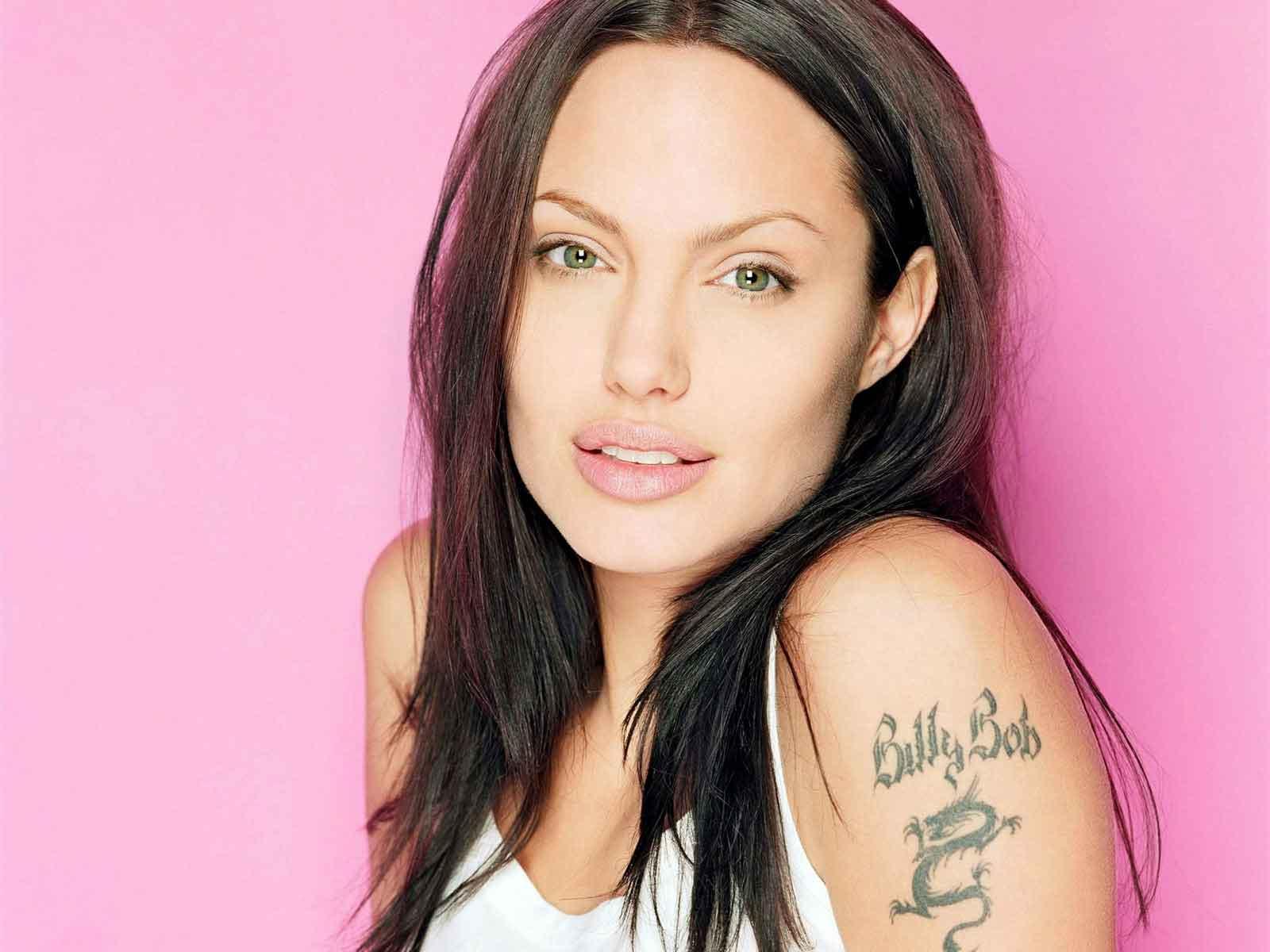 http://2.bp.blogspot.com/-9TFjlQ2iz2c/Tr4hypLWXzI/AAAAAAAABII/LJBCMXCvJbY/s1600/angelina+jolie+tattoos+1.jpg