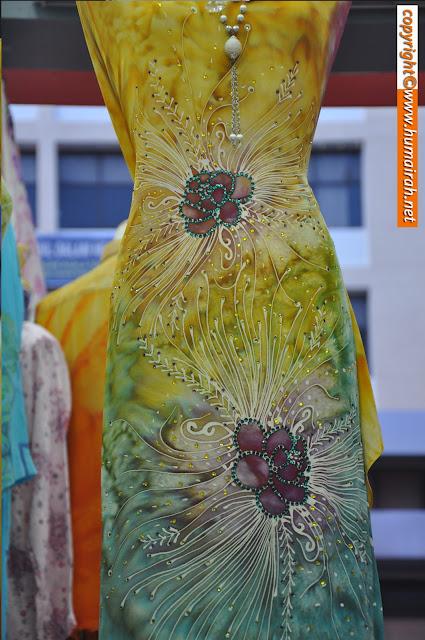 Batik Sutera Abstract Mawar dan Lalang