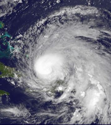 Hurrikan IRENE kommt in Kategorie 1 über Turk & Caicos-Inseln an, Vorhersage Forecast Prognose, Dominikanische Republik, Hispaniola, Hurrikansaison 2011, Irene, aktuell, 2011, August, Atlantik, Bahamas, USA, Turk-Inseln, Caicos-Inseln, Sturmwarnung, Hurrikanwarnung,