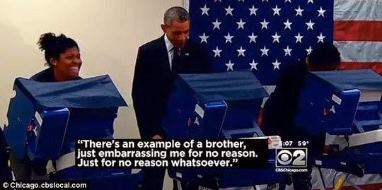 ... hóa ra đó là bạn trai của cô gái đang bỏ phiếu bên cạnh ông Obama