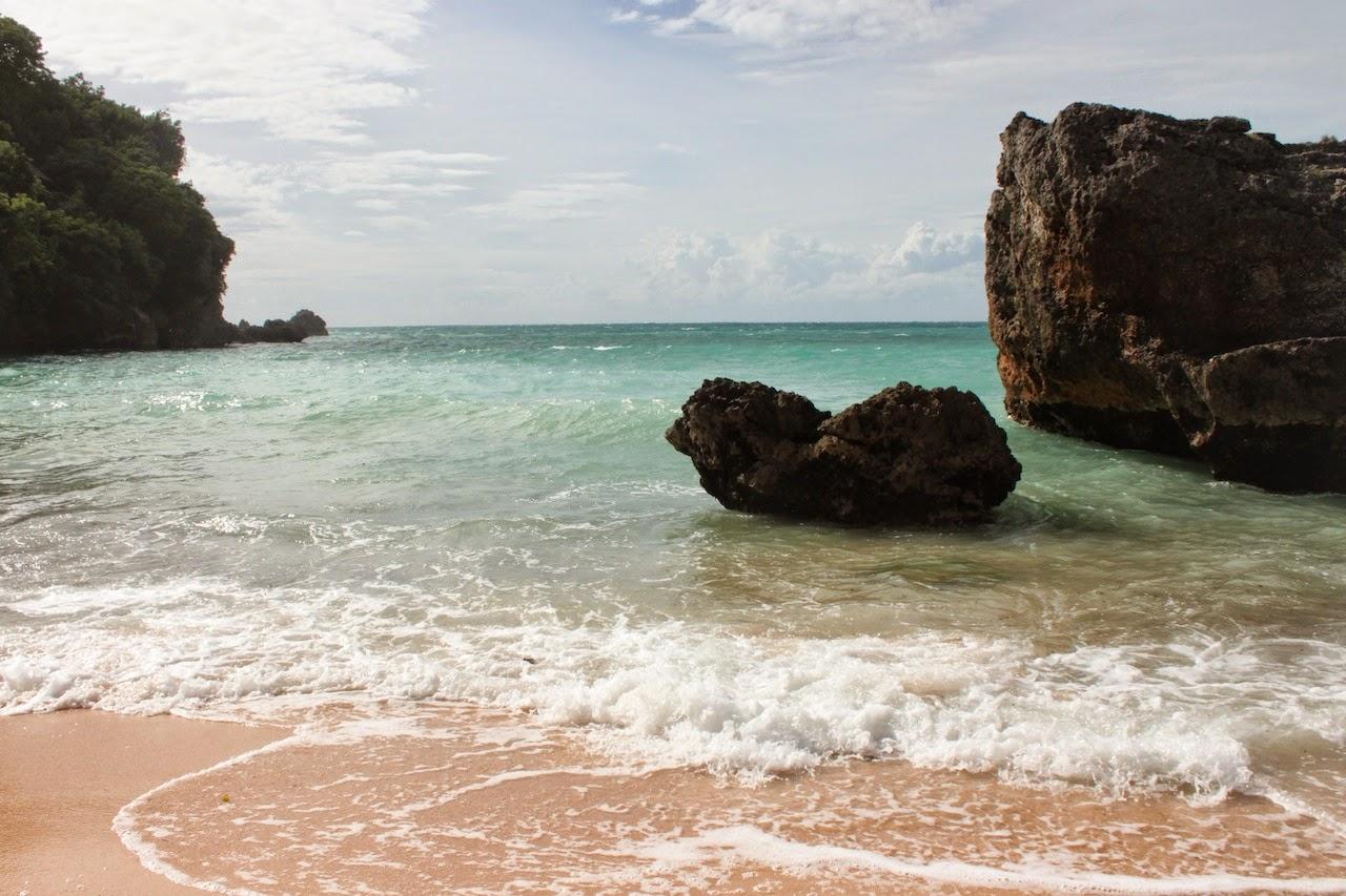 pantai-padang-padang-private-beach-in-bali