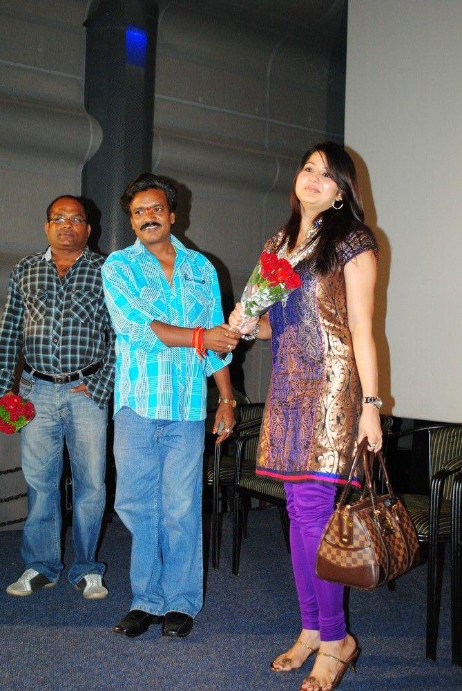 http://2.bp.blogspot.com/-9UPomxxdf8c/TgQiaz4qaLI/AAAAAAAAbDU/nHnb3gHYJx0/s1600/actress-sangeetha-stills-1.jpg