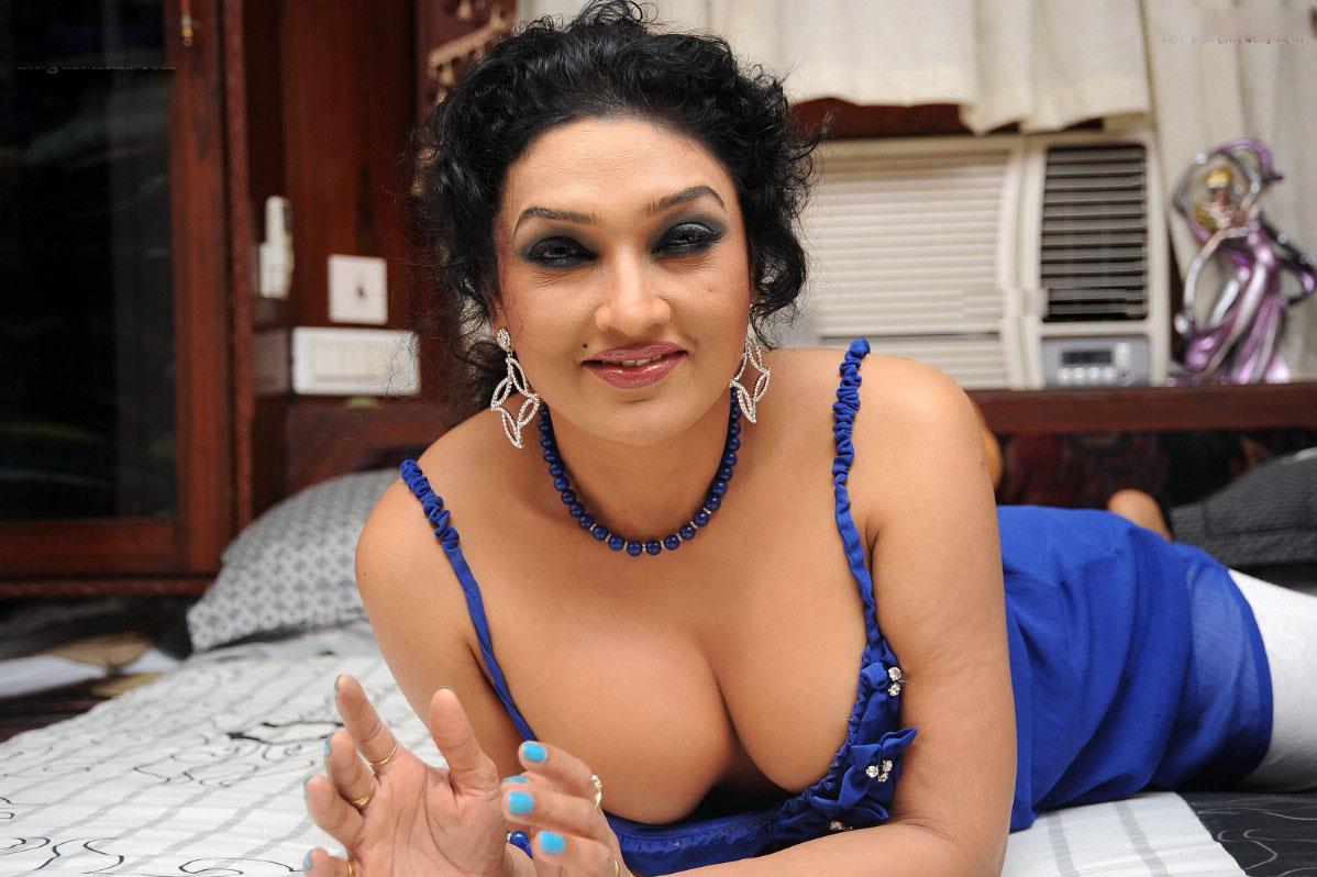 Sri actress ramya