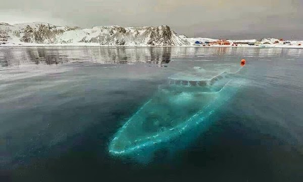 A frozen ship. - The 30 Most Amazing Photos Of Frozen Things In Honor Of The Coldest Morning Of The 21st Century