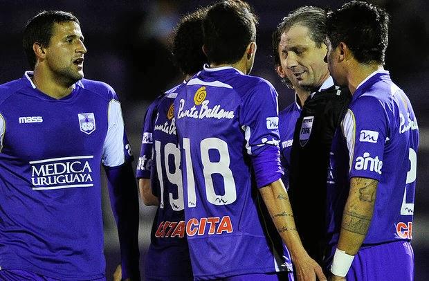 [Imagen: 2013-2014-defensor+sp-foto02.jpg]