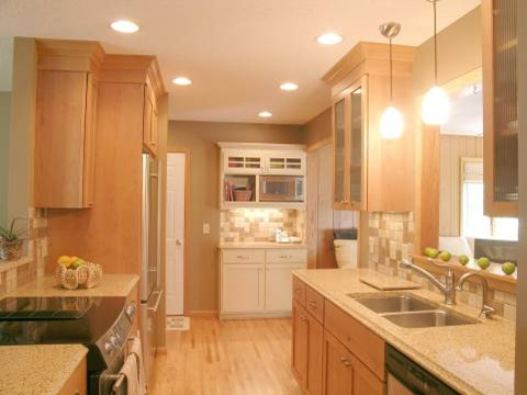 Galley kitchens designs ideas dream house experience for Decorating ideas for galley style kitchen