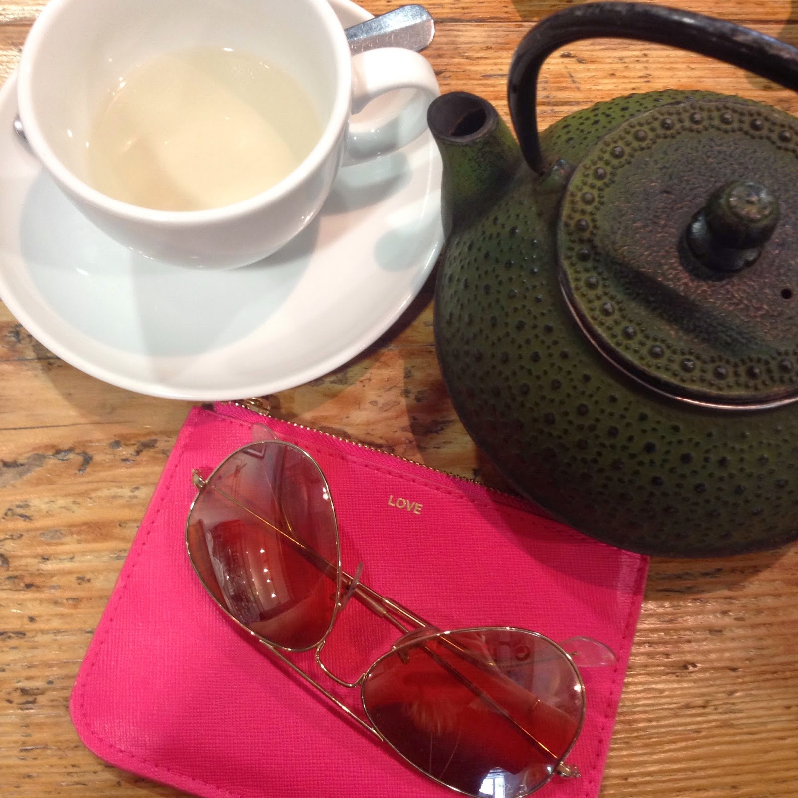 202 restaurant, 202 cafe, 202 notting hill, hm purse, rayban, aviator sunglasses, green tea, tea pot, chinese tea pot, lbloggers, fbloggers