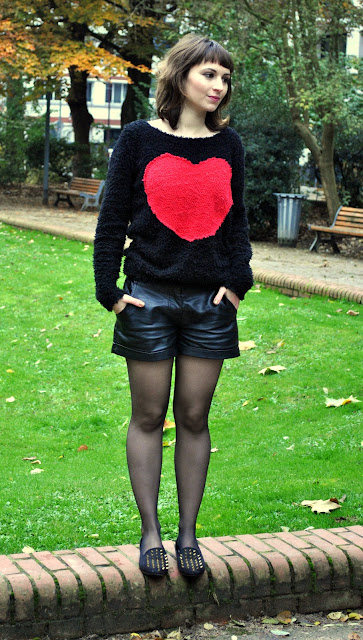 Look-paroles-de-brune-perfecto-rouge-et-noir-pull-doudou