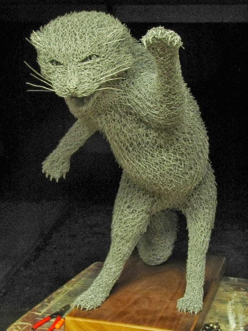 09-Cat-Chicken-Wire-Sculptures-Sculptor-Ivan-Lovatt-www-designstack-co