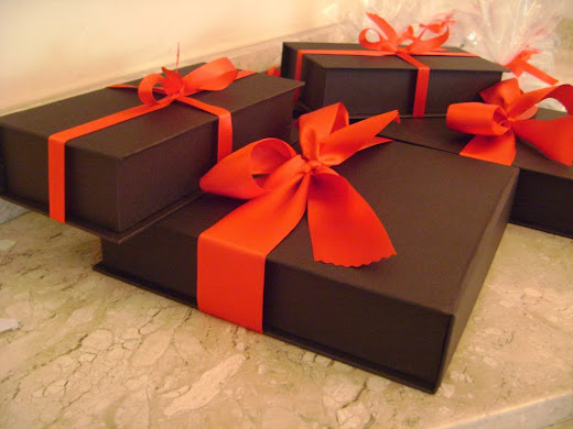 caixas com biscoitos