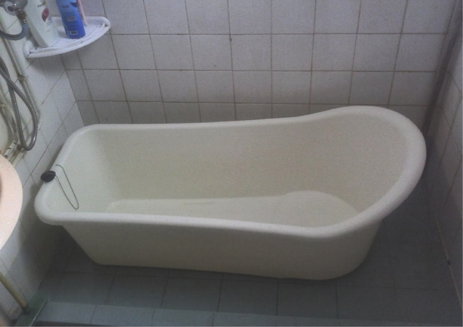 Julie 39 s bathtub enjoy your bath with portable bathtub for Bathtub material comparison