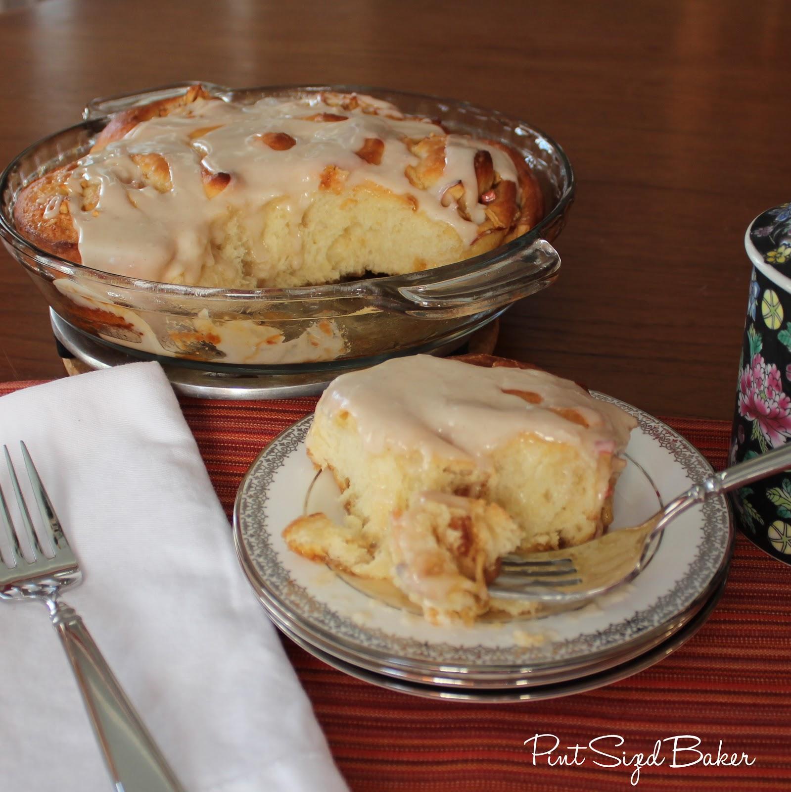 Apple cinnamon sweet bread roll