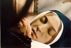 Santa Bernadette. Cuerpo incorrupto. Que en nuestra hora. Estemos en Paz.