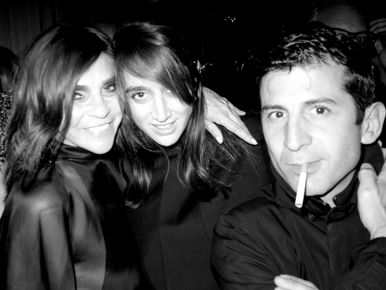 http://2.bp.blogspot.com/-9VtdKAQlGW8/UG8LPAisH9I/AAAAAAAAGrA/SSPBafxgNXs/s1600/Carine+Roitfeld,+Natacha+Ramsay+Levi,+and+Andr%C3%A9+Saraiva.jpg