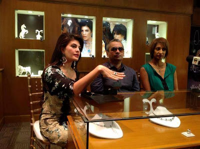 Jacqueline Fernandez launches Colombo Jewellers' new collection