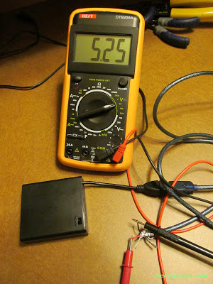 USB AA Battery Pack Voltage Reading Using Hacked USB Cable And Multimeter