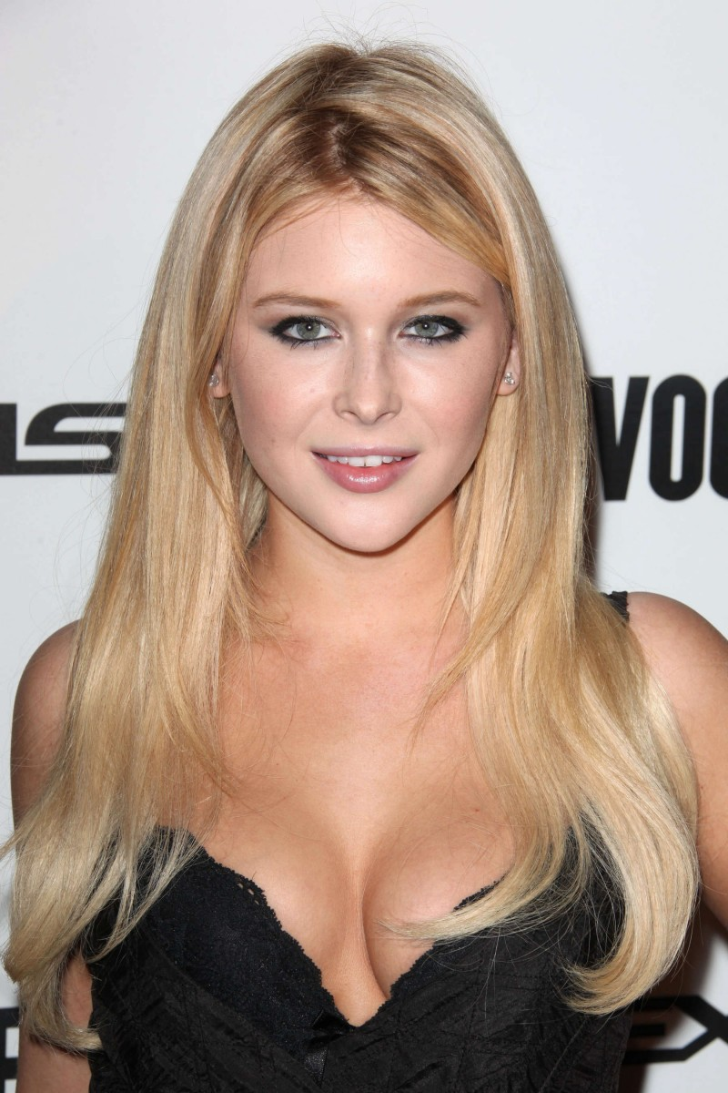 Renee Olstead Net Worth