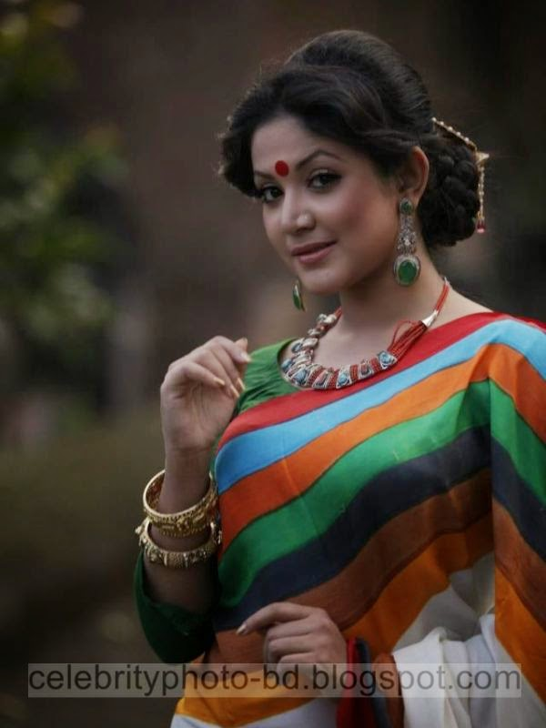 Beautiful+Girls+Puja+Celebration+Stylish+Dressup+In+Saree005