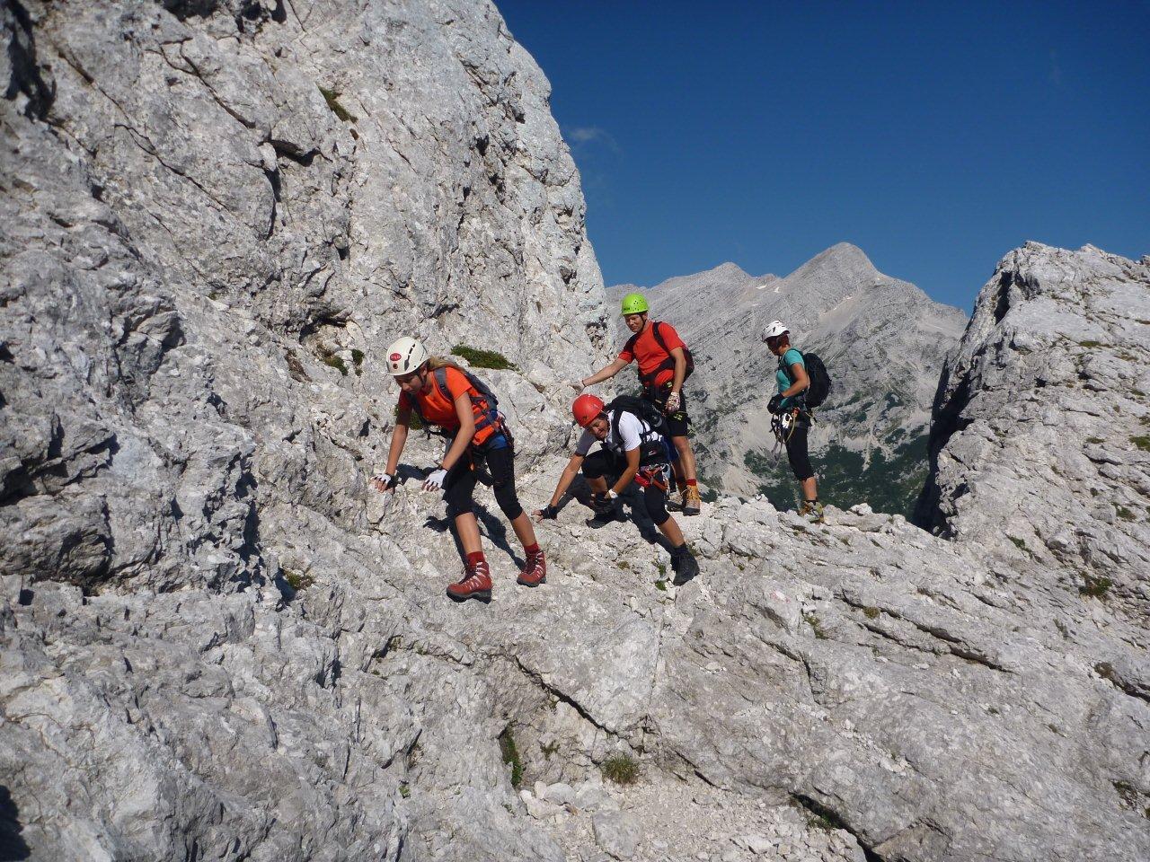 Klettersteig Julische Alpen : Aufdiebergbinigern prisank klettersteig durch das fenster