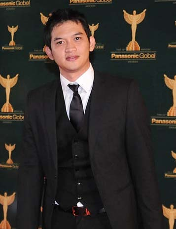 Rezky Aditya Raih Aktor Favorit Panasonic Gobel Awards 2012