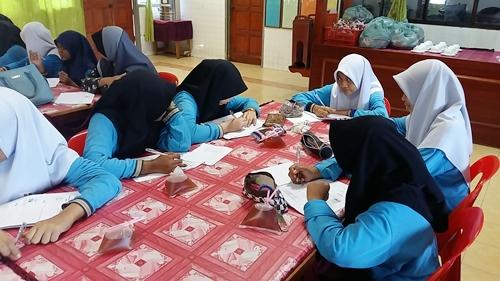 Ceramah Sains PT3 Cikgu Hailmi di SMK Pulau Nyior