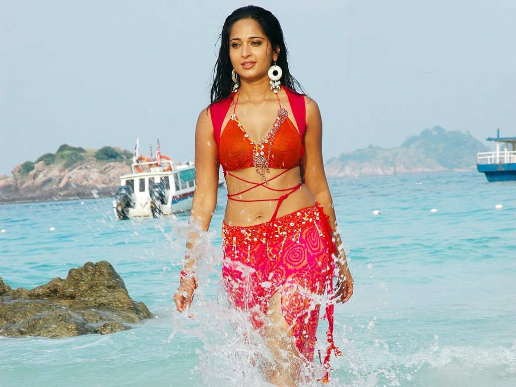 Anushka Shetty Hot and Sexy Bikini HD