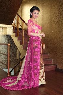 Model Gaun Kebaya Kombinasi Batik