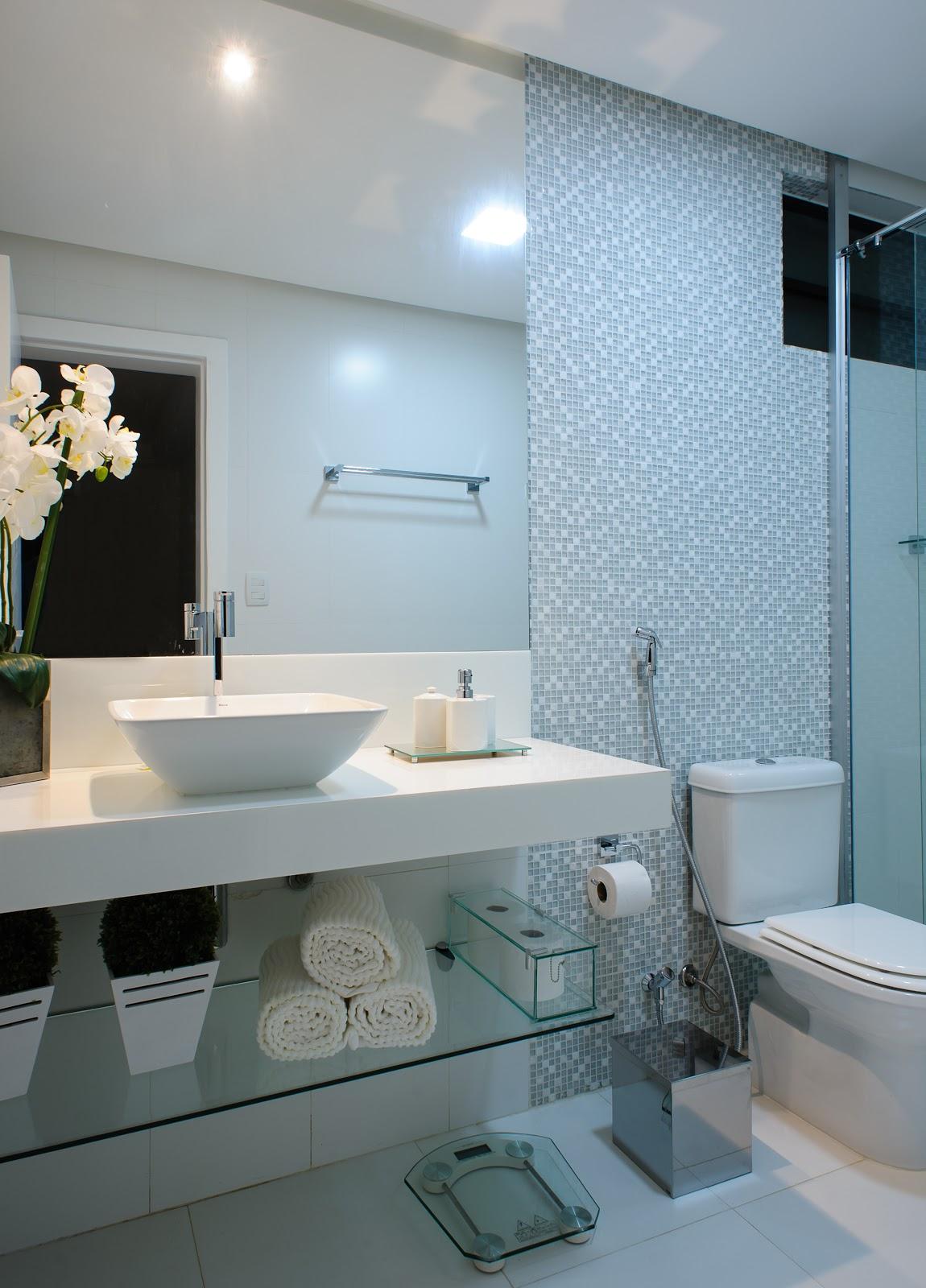 Para uma garota Banheiro Pink e branco pastilhas de vidro  #4E6A7D 1150x1600 Banheiro Branco Com Rejunte Azul
