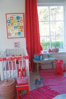 habitación colorida para bebé